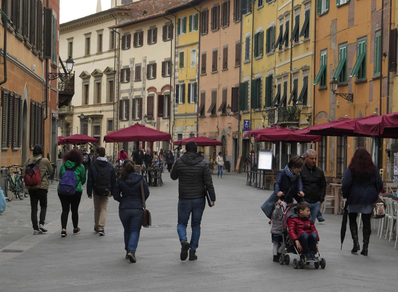 Italy-Pisa-Street-Scenes-Pedestrians