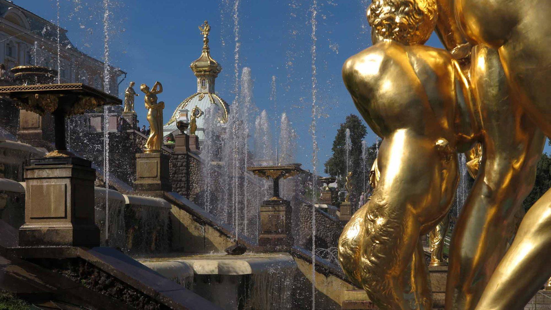 Russia-Saint-Petersburg-Peterhof-Fountains