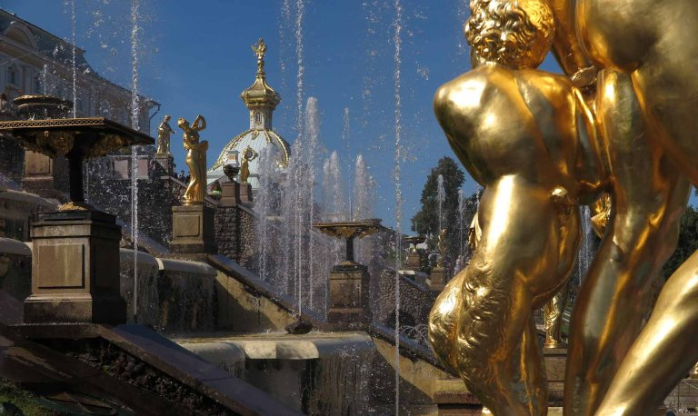 Russia-Saint-Petersburg-Peterhof-Fountains