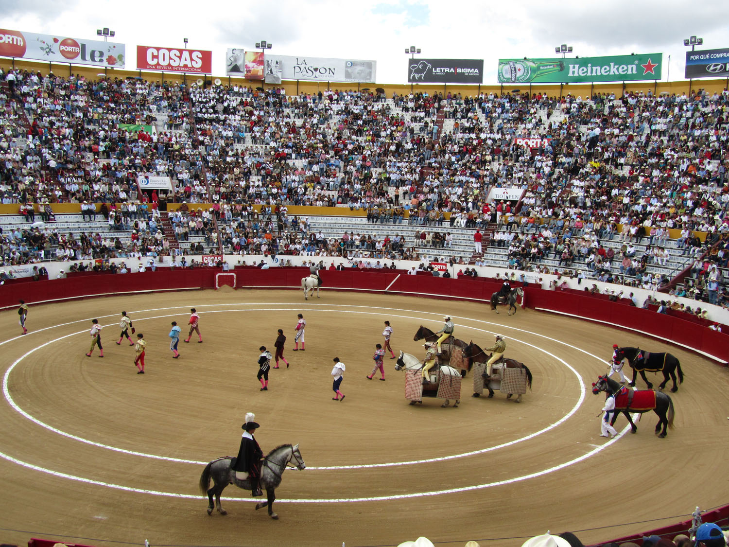 Ecuador-Quito-Bullfight-Grand-Entrance