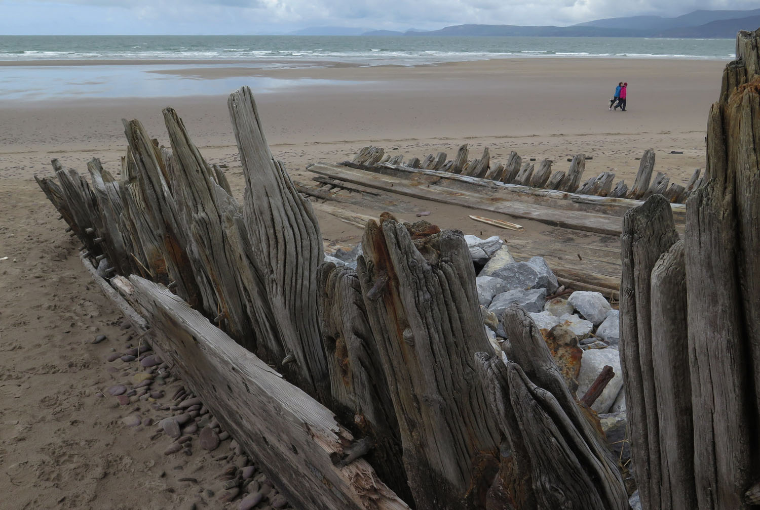 Ireland-Sights-And-Scenery-Rossbeigh-Strand-Shipwreck