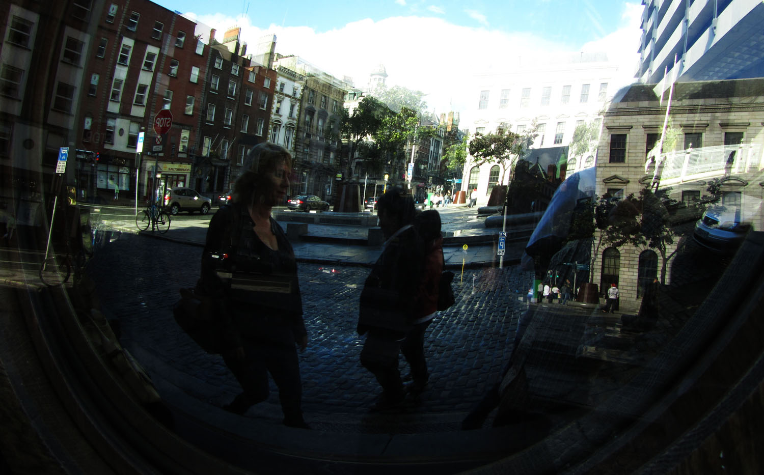 Ireland-Dublin-Street-Scenes-Reflection