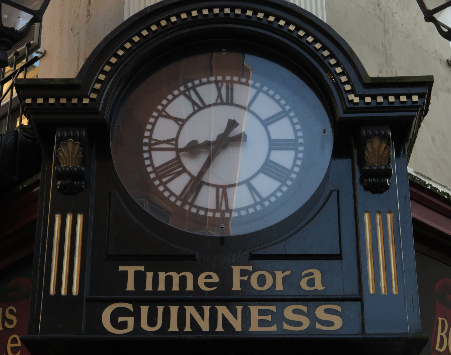 Northern-Ireland-Derry-Londonderry-Street-Scenes-Time-For-A-Guinness