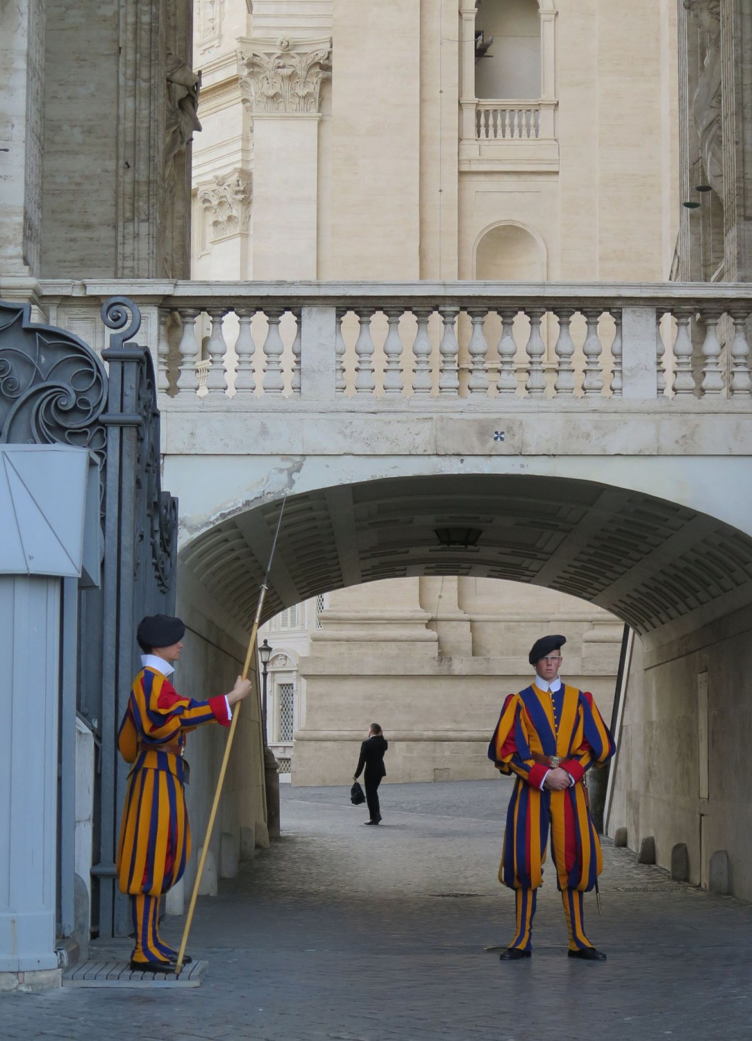 Italy-Rome-Vatican-Swiss-Guard
