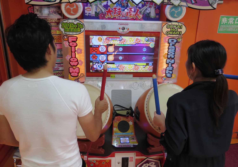 Japan-Tokyo-Street-Scenes-Video-Game-Drums