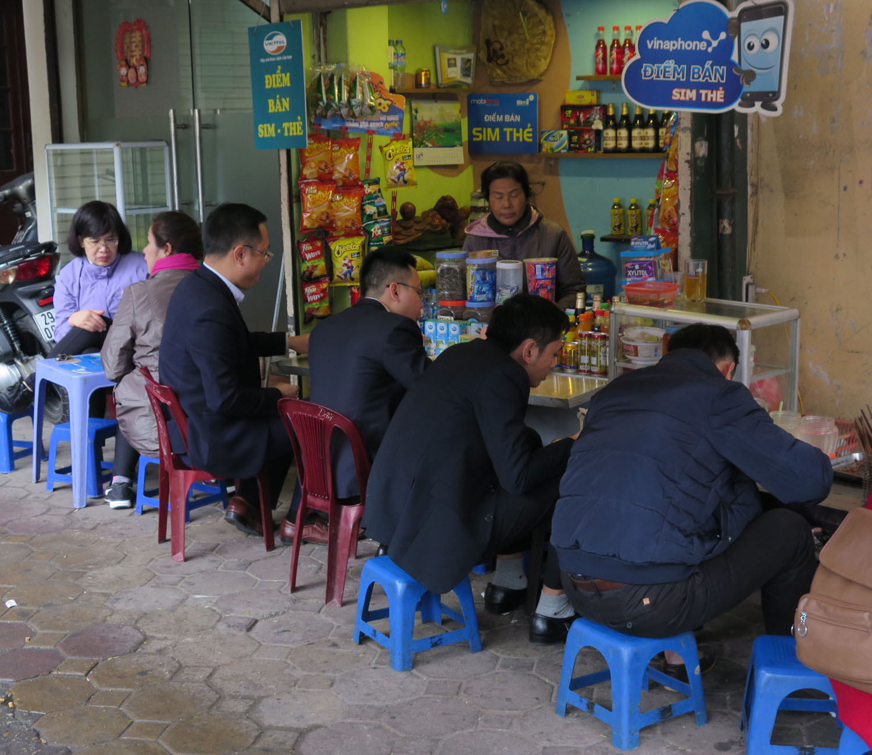 Vietnam-Hanoi-Street-Scenes-Lunch