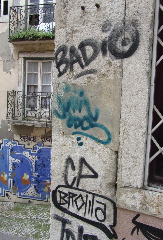 Portugal-Lisbon-Street-Scene-Graffiti