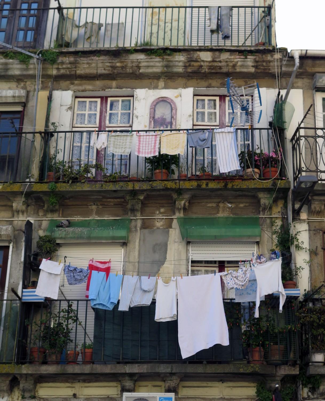 portugal-porto-laundry