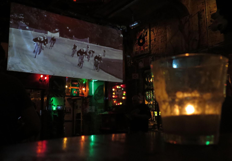 hungary-budapest-ruin-pub-szimpla-kert-night-film