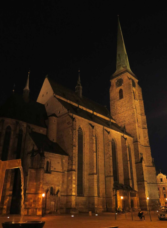 czech-republic-plzen-church-by-night