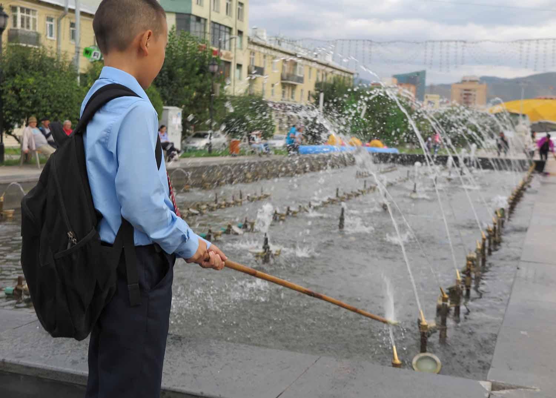 Mongolia-Ulanbator-Street-Scenes-Boy-Fountain