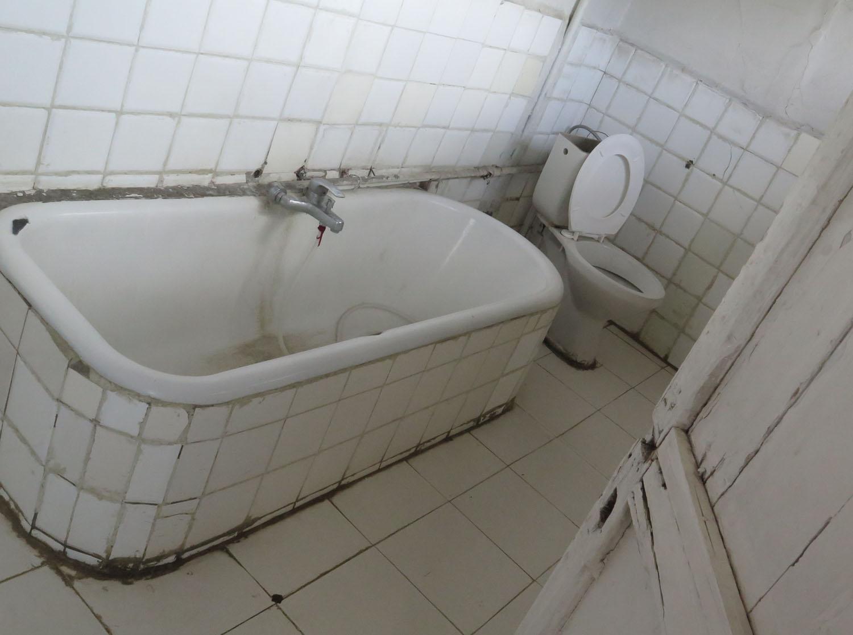 Ethiopia-Addis-Ababa-Itegue-Taitu-Hotel-Bath
