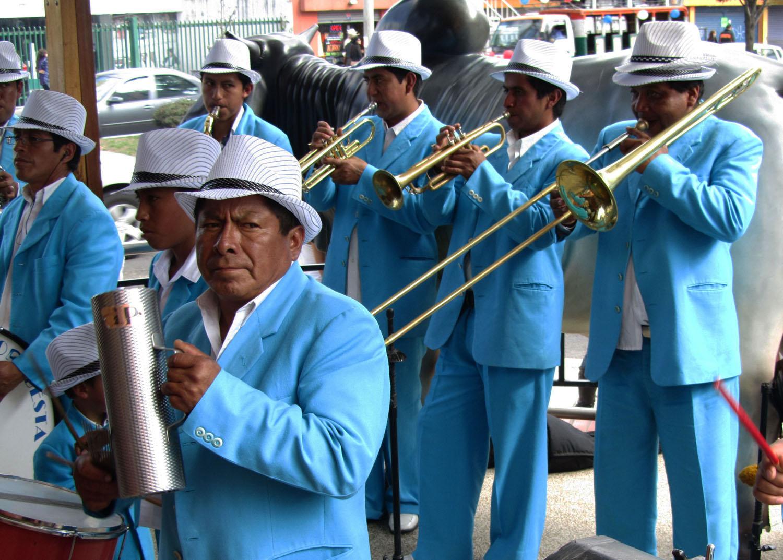 Ecuador-Quito-Fiesta-Banda