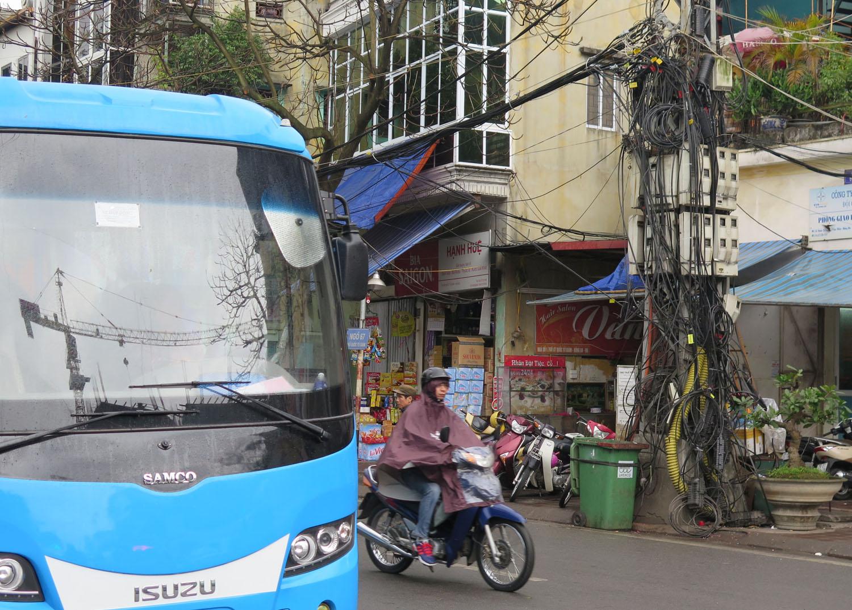 Vietnam-Hanoi-Street-Scenes-Wires