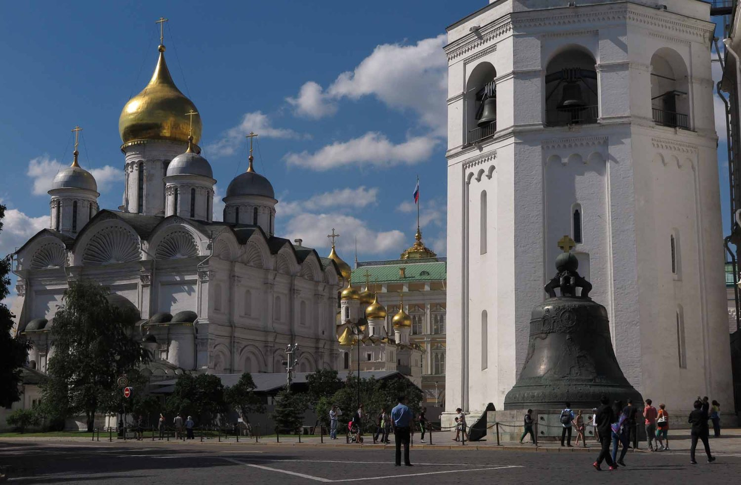 Russia-Moscow-Street-Scenes-Bell