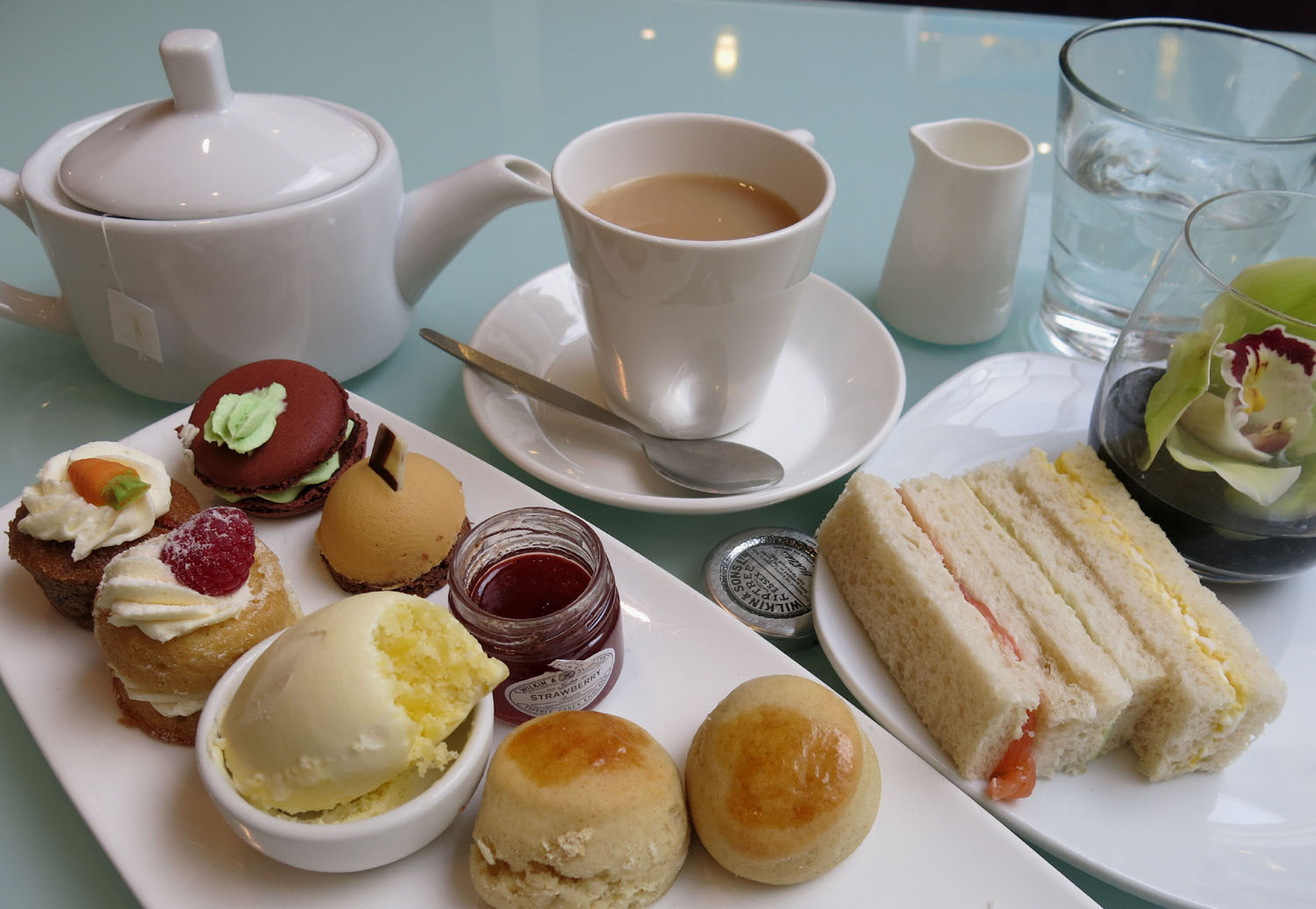 England-London-Food-And-Drink-Afternoon-Tea