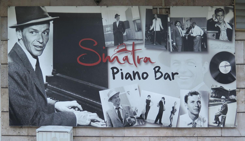 hungary-budapest-music-sinatra-piano-bar