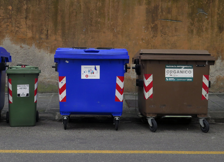 Italy-Pisa-Street-Scenes-Recycling