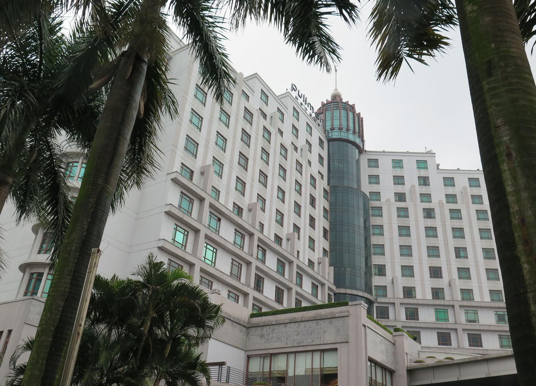 Vietnam-Hanoi-Street-Scenes-Fancy-Hotel