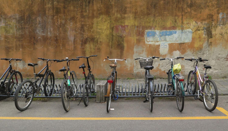 Italy-Pisa-Street-Scenes-Bicycles