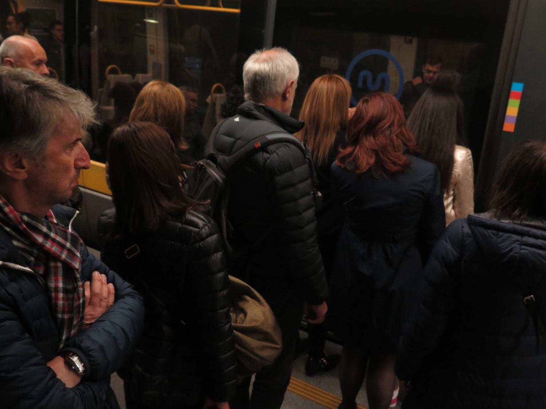 portugal-porto-metro-boarding