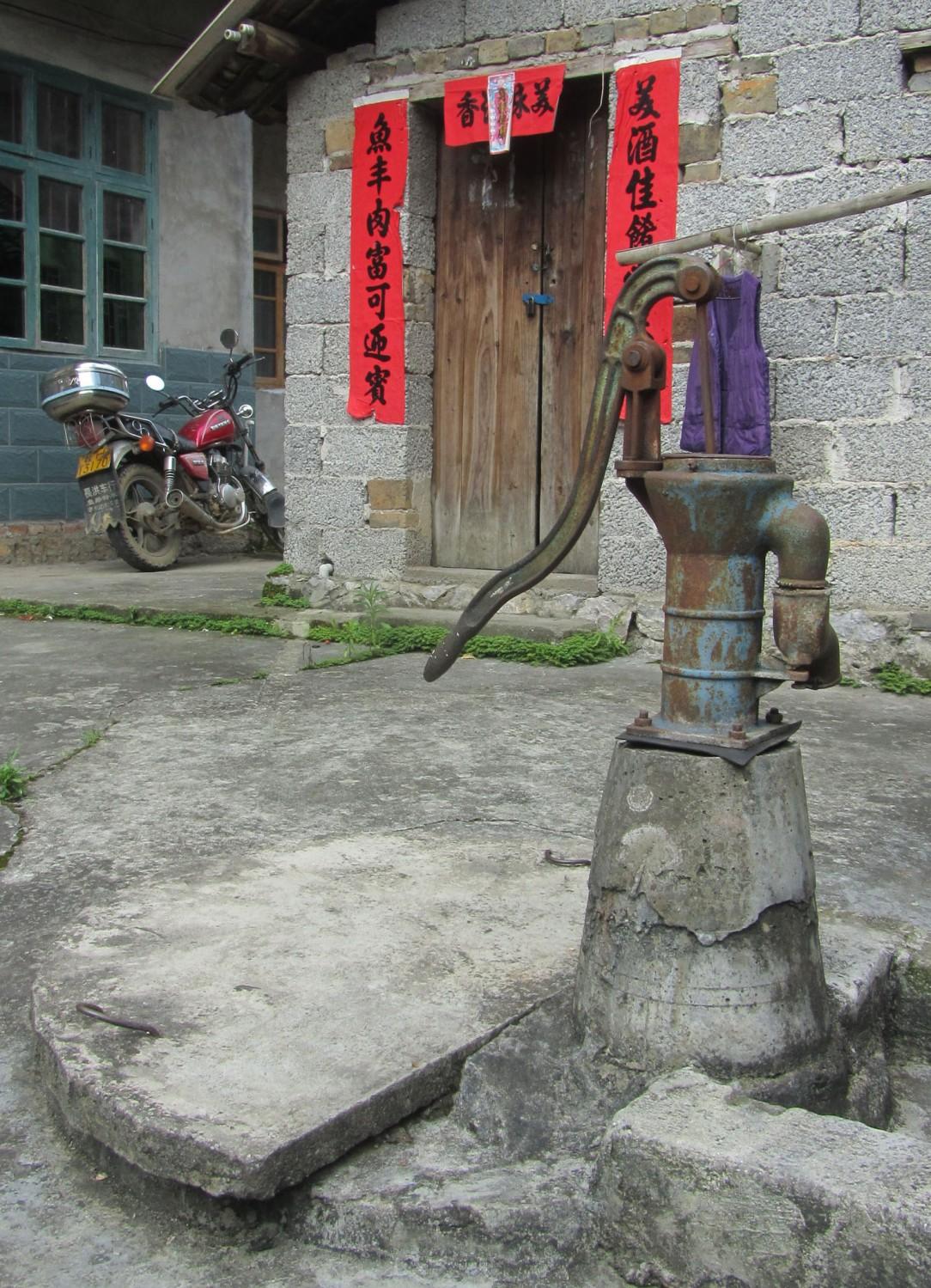 China-Yangshuo-Water-Well