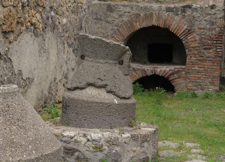 Italy-Pompeii-Oven
