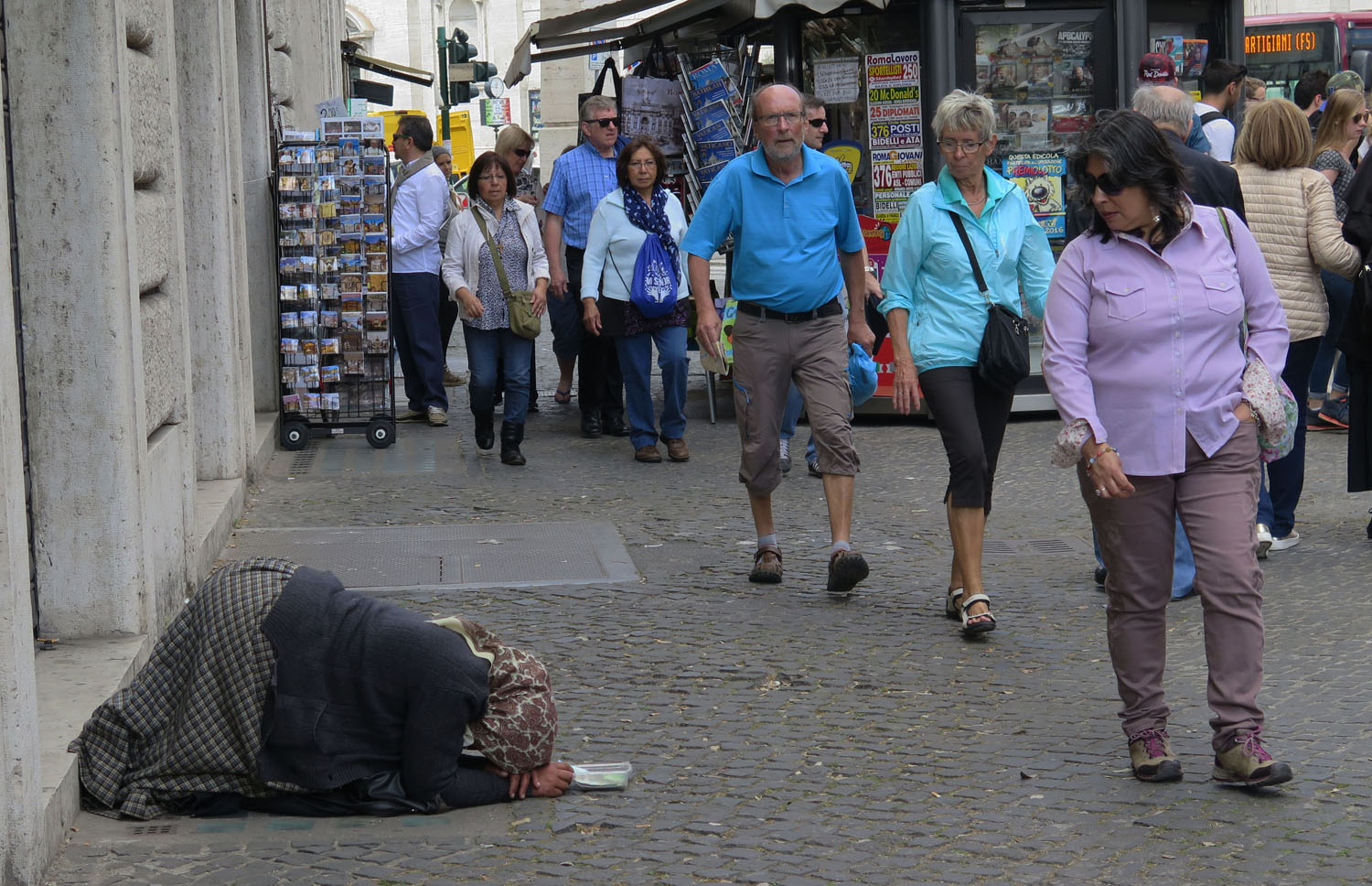 Italy-Rome-Street-Scenes-Begging-Woman