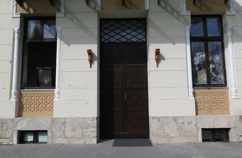 Bosnia-Mostar-Street-Scenes-City-Hall
