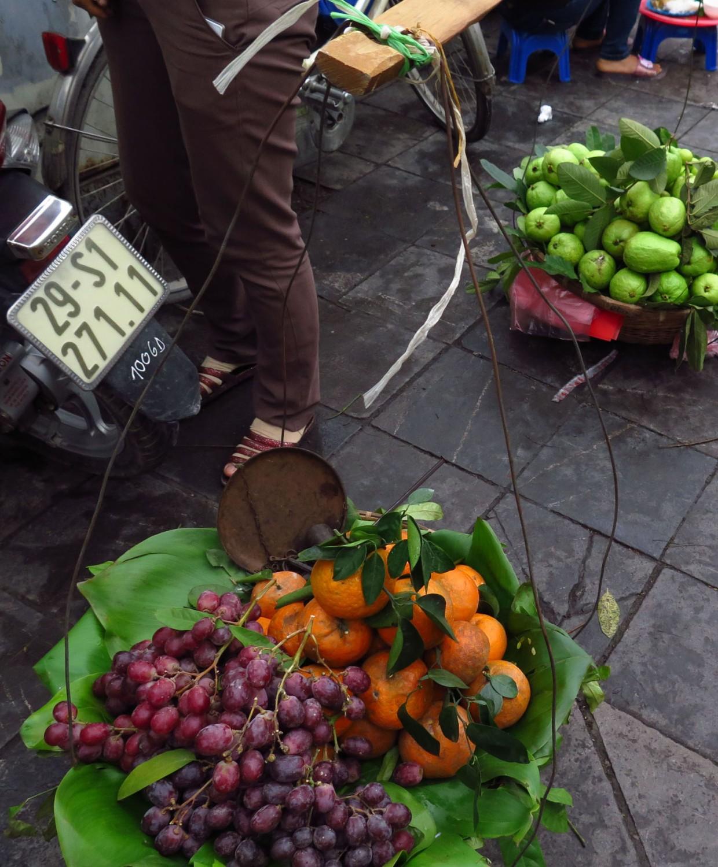 Vietnam-Hanoi-Street-Scenes-Grapes-Oranges