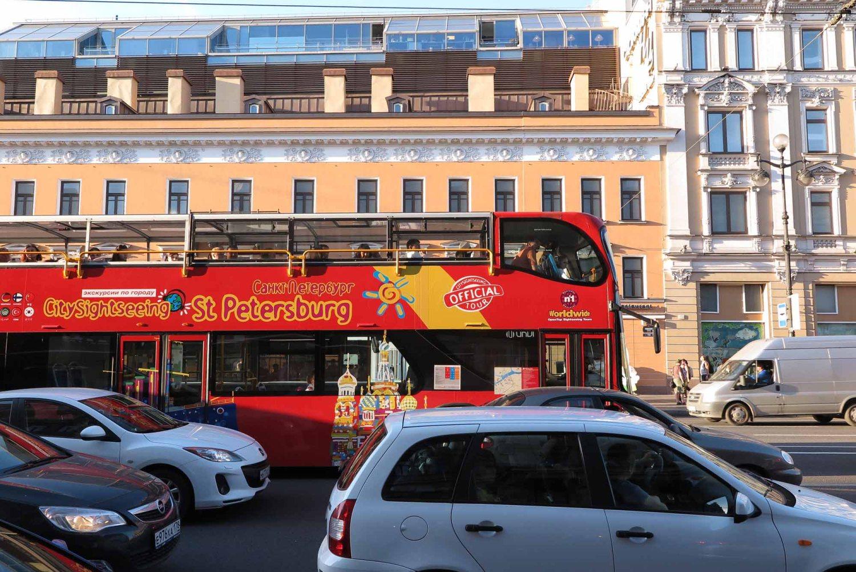Russia-Saint-Petersburg-Nevsky-Prospekt-Bus