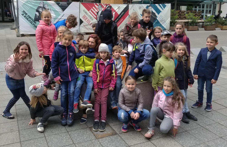Hungary-Budapest-Kids-Having-Fun