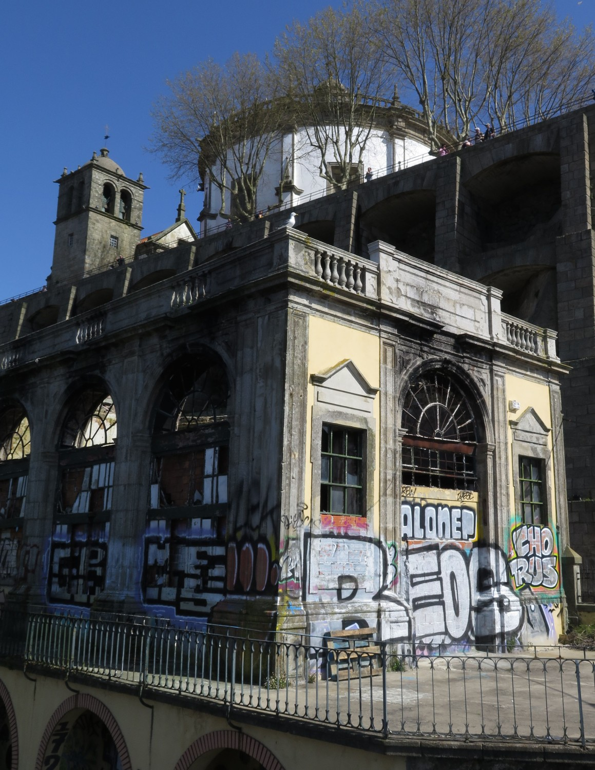 pportugal-porto-architecture-graffiti