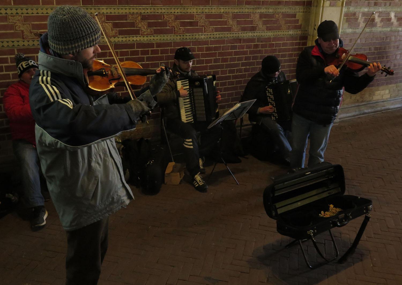 Netherlands-Amsterdam-Street-Scenes-Musicians