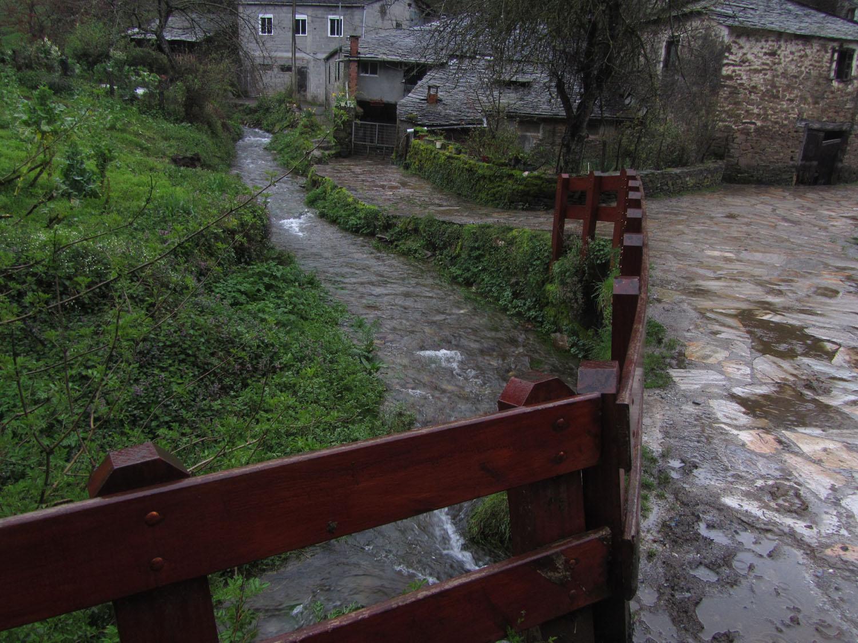 Camino-De-Santiago-Sights-And-Scenery-Stream