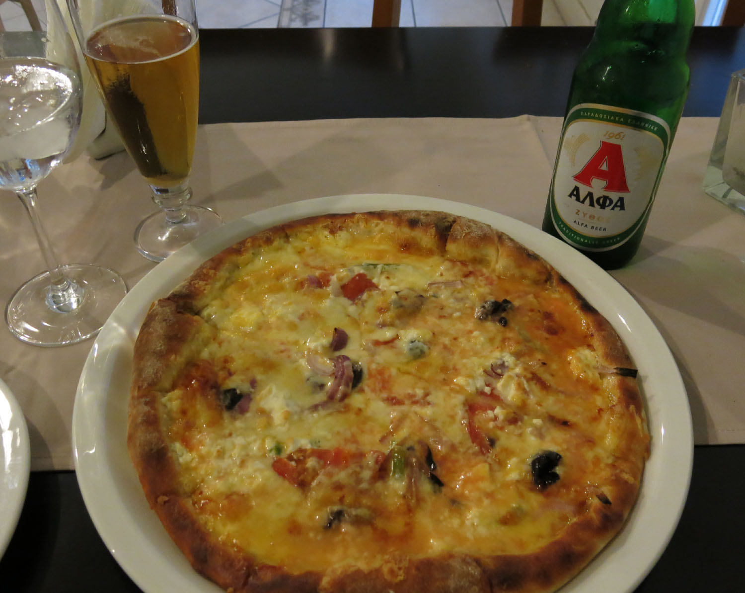 Greece-Food-And-Drink-Pizza