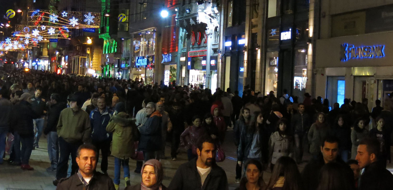 Turkey-Istanbul-Street-Scenes-Istikial-People