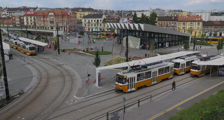 hungary-budapest-street-scenes-szell-kalman-ter