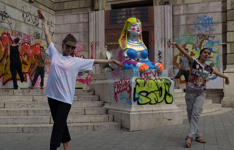 hungary-budapest-street-scenes-opera