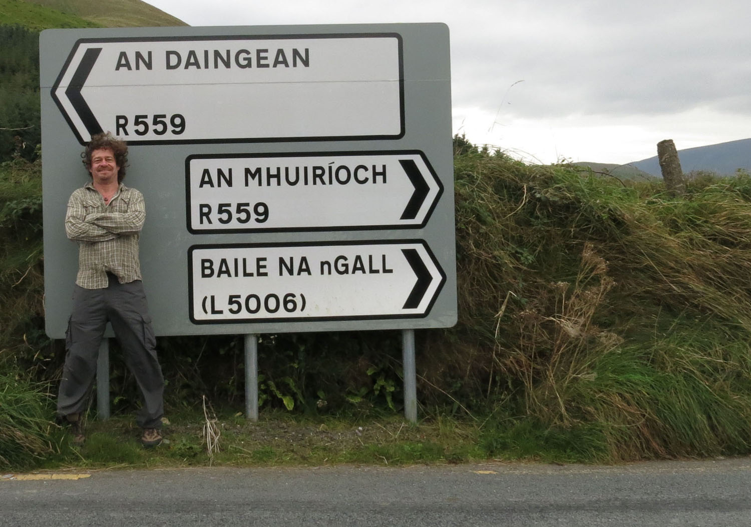 Ireland-Driving-Road-Sign-Gaelic