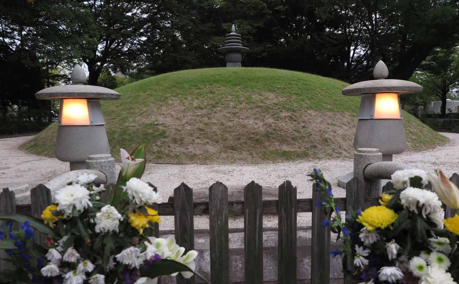 Japan-Hiroshima-Peace-Park-Mass-Cremation-Burial-Mound
