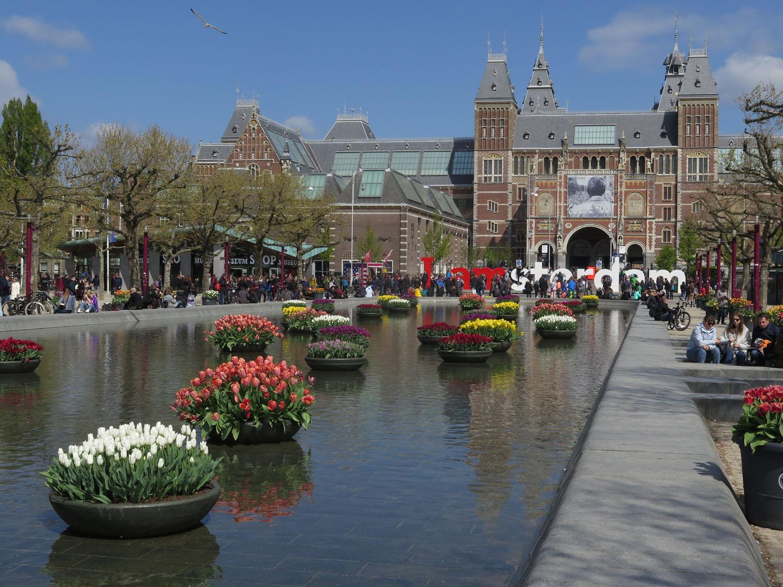 Netherlands-Amsterdam-Rijksmuseum-Square