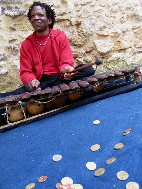 Portugal-Lisbon-Street-Scene-Musician