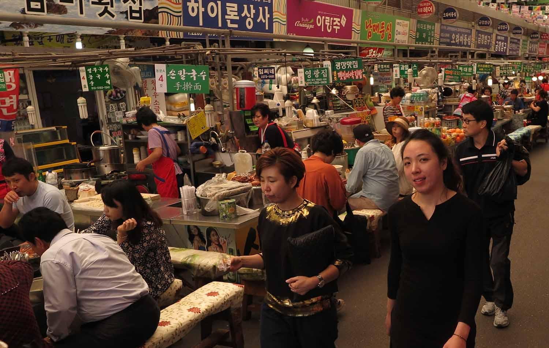 Korea-Seoul-Dongdaemun-Market-Food-Stalls