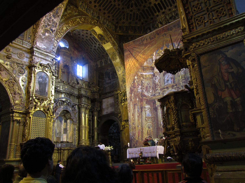 Ecuador-Quito-Basilica-Interior