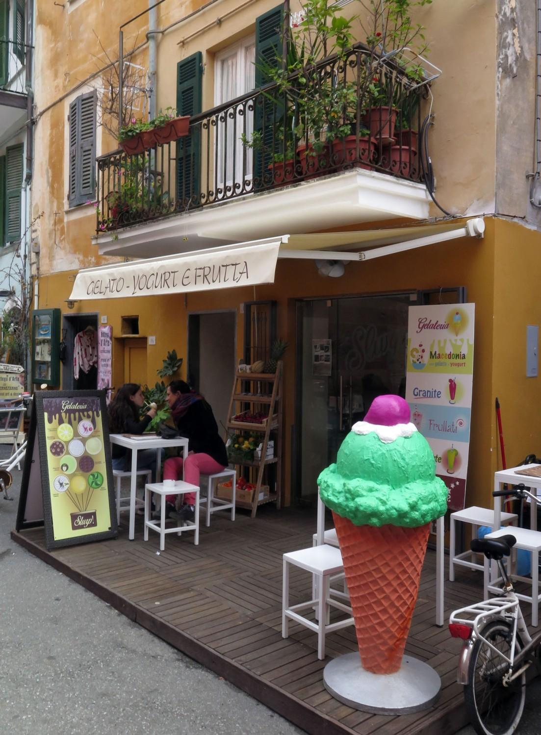Italy-Cinque-Terre-Street-Scenes-Gelato