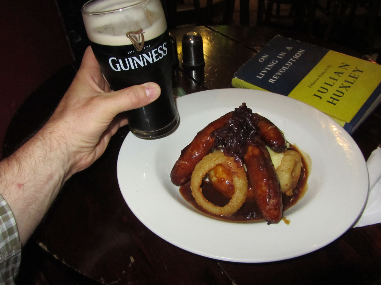 Ireland-Food-And-Drink-Bangers-Mash-Guinness