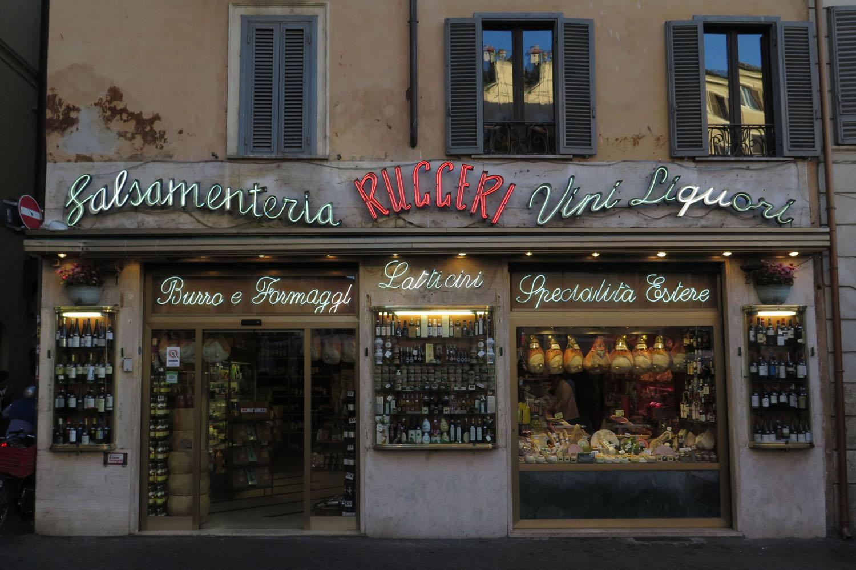Italy-Rome-Street-Scenes-Neon