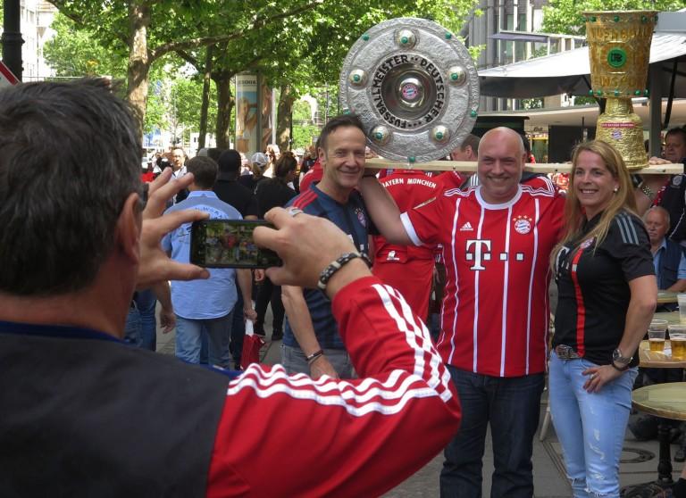 germany-berlin-bayern-munchen-fans