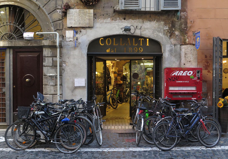Italy-Rome-Street-Scenes-Bicycles